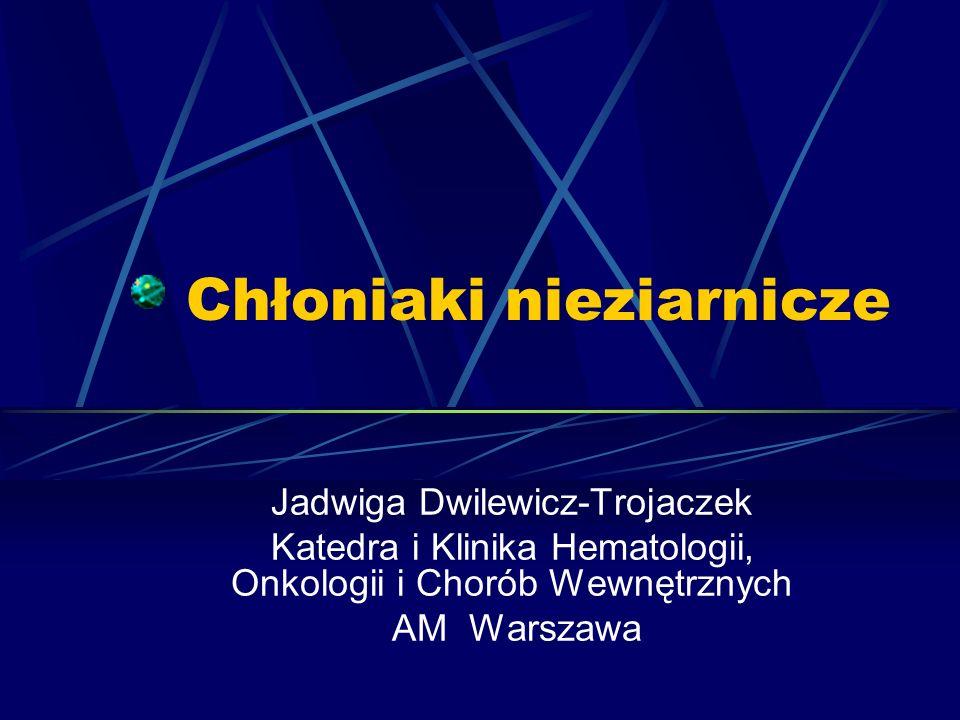 Postępowanie u chorych na chłoniaki o przebiegu powolnym (o małym stopniu złośliwości) 3)Przeciwciała monoklonalne: anty-CD 20 (Mabthera) anty CD 52 (Campath) 4)Auto- lub allotransplantacja komórek krwiotwórczych 5)Miniallotransplantacja