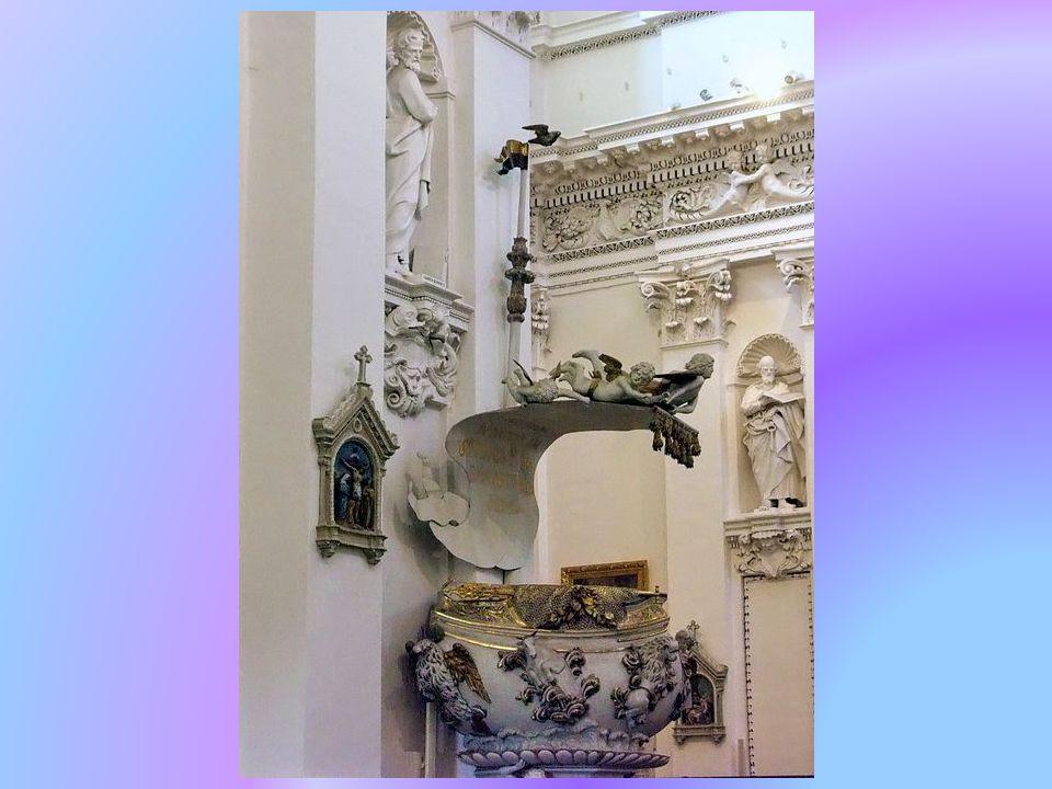 Ze względu na niezwykłe bogactwo dekoracji wnętrza (przede wszystkim sztukaterii), nie mające odpowiednika w całej Europie (poza kilku kościołami we Włoszech), antokolska świątynia uznawana jest za jeden z najciekawszych i najcenniejszych kościołów w Wilnie.