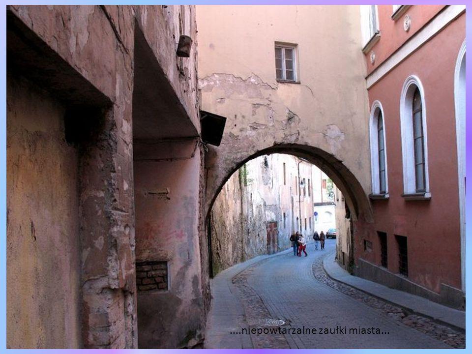 Ciche uliczki z zachowanym klimatem miasta sprzed 100 lat...