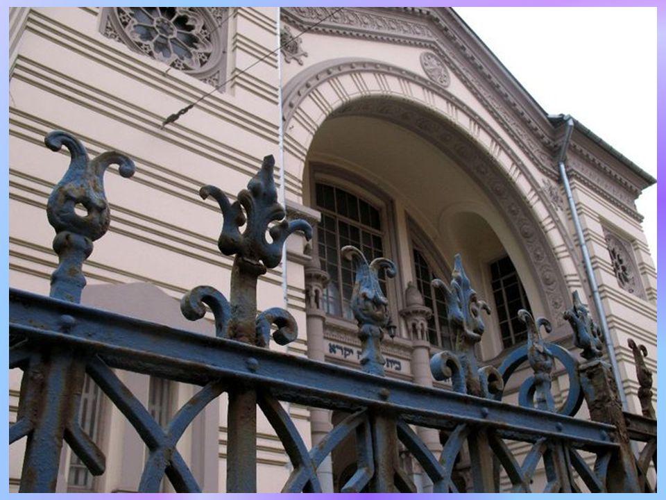 Przed wojną ogromną część mieszkańców miasta stanowili Żydzi (obok Polaków).