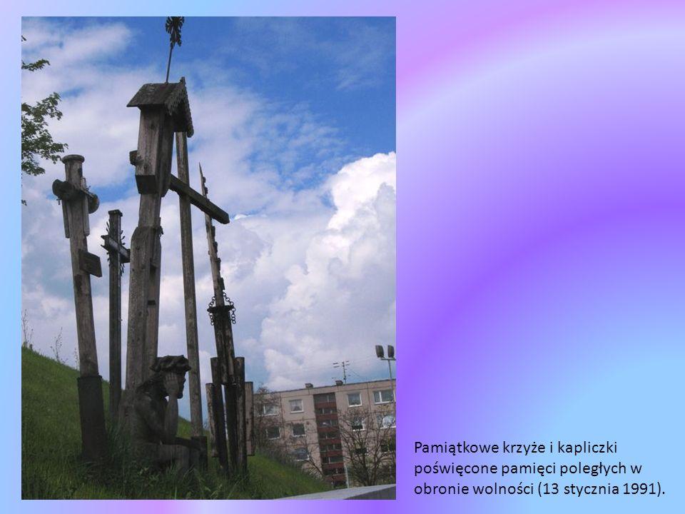 326 metrowa Wieża Telewizyjna,wyższa od Wieży Eiffla, wybudowana w 1980 roku.