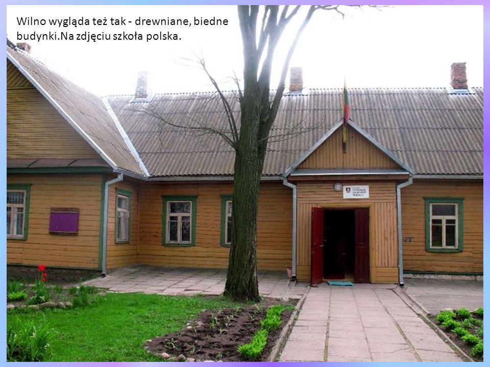 Uliczka w sąsiedztwie synagogi - charakterystyczne budownictwo starego, przedwojennego Wilna.
