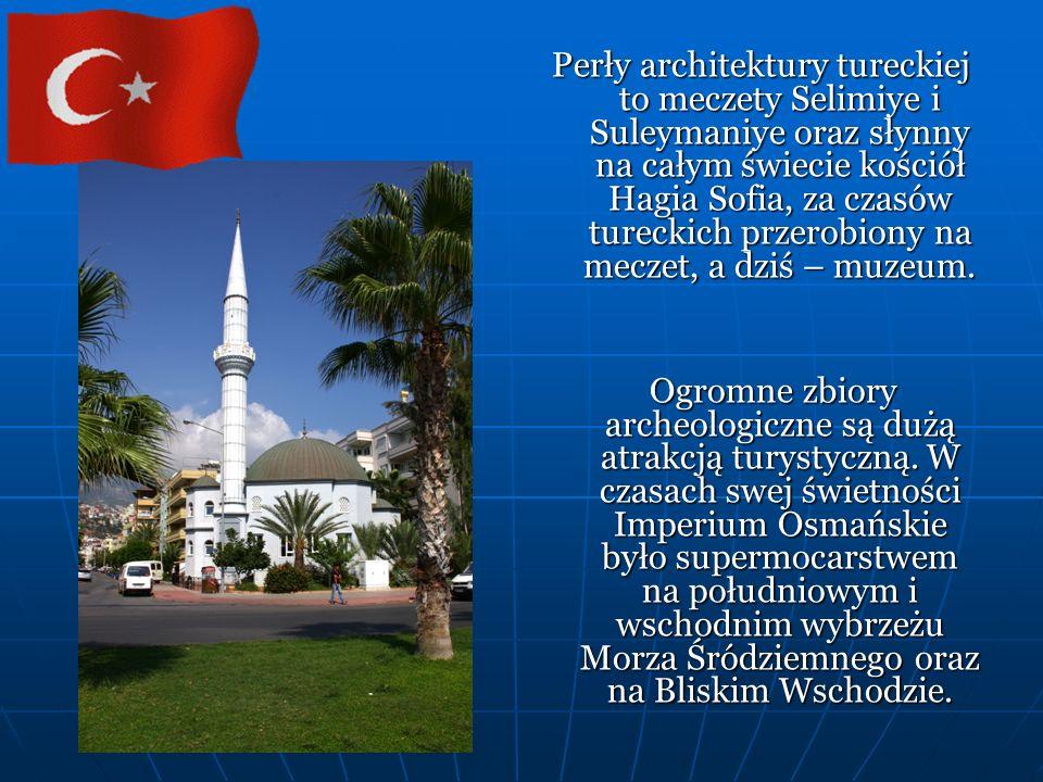 Perły architektury tureckiej to meczety Selimiye i Suleymaniye oraz słynny na całym świecie kościół Hagia Sofia, za czasów tureckich przerobiony na meczet, a dziś – muzeum.
