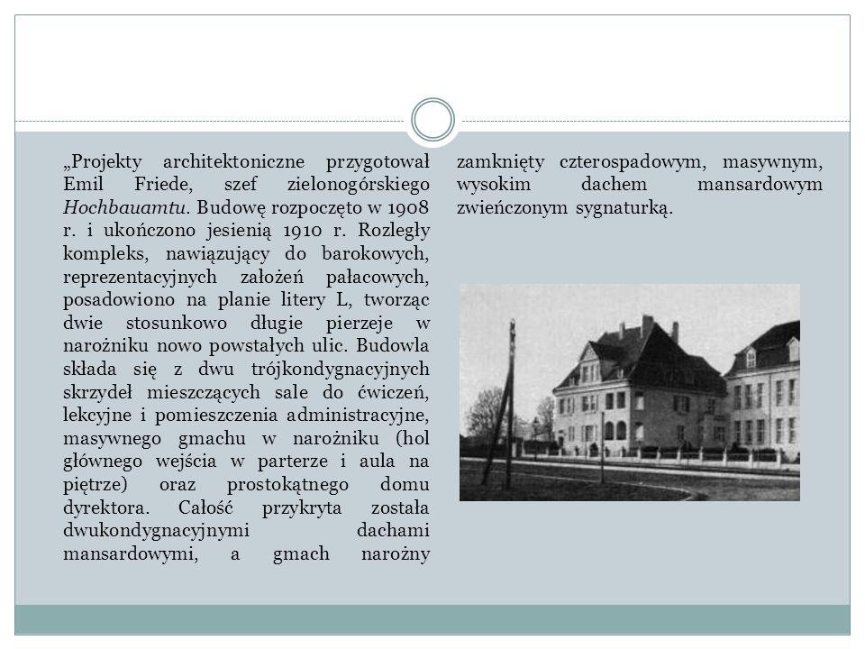 """""""Projekty architektoniczne przygotował Emil Friede, szef zielonogórskiego Hochbauamtu. Budowę rozpoczęto w 1908 r. i ukończono jesienią 1910 r. Rozleg"""