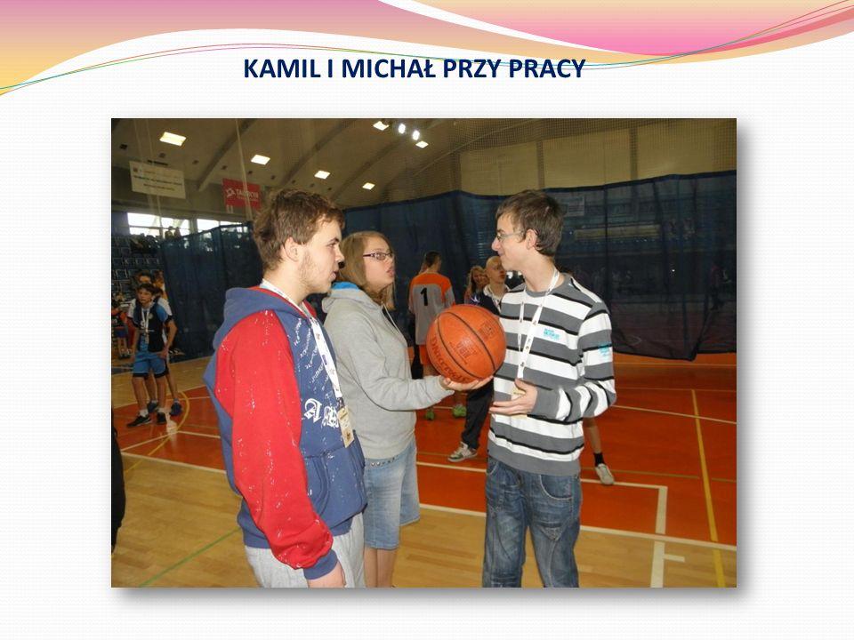 KAMIL I MICHAŁ PRZY PRACY