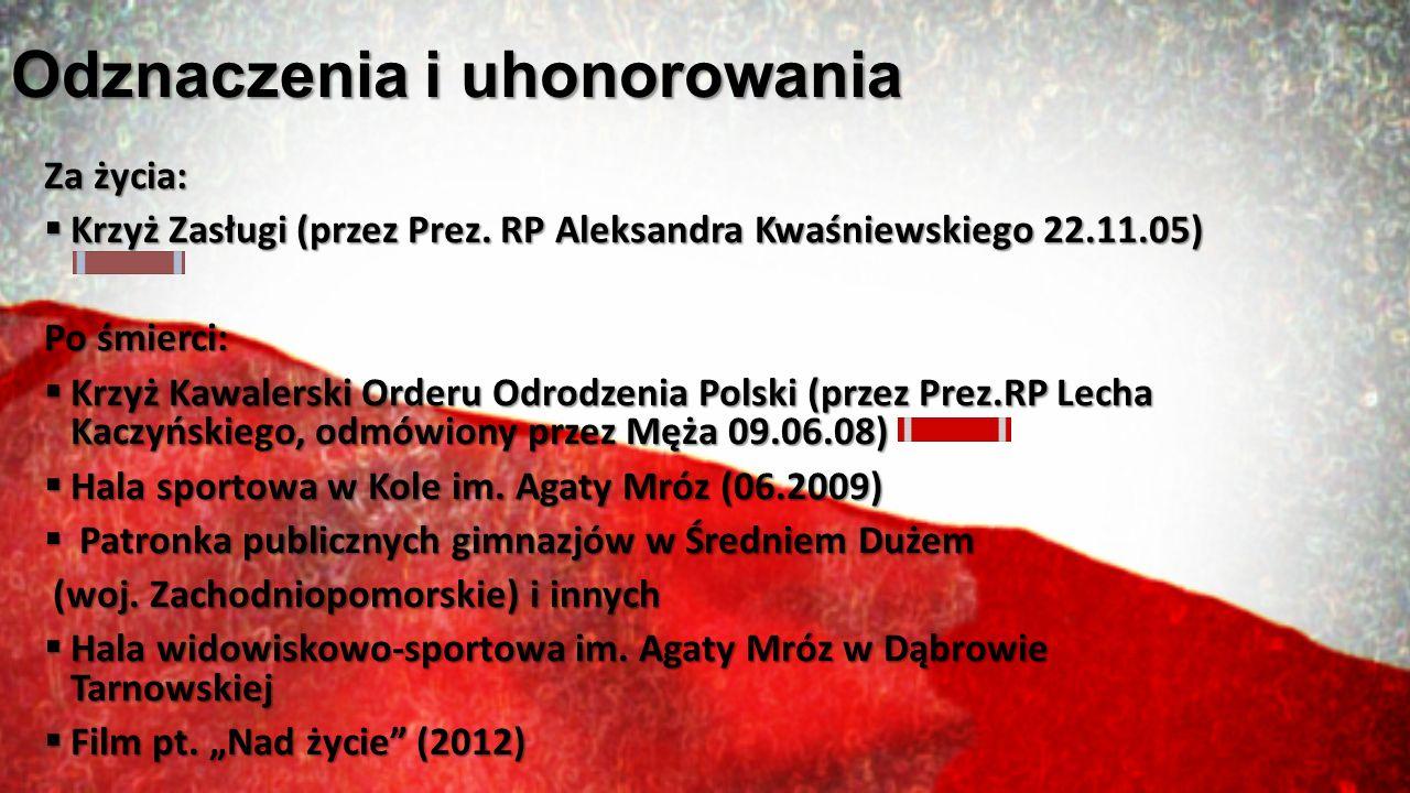 Odznaczenia i uhonorowania Za życia:  Krzyż Zasługi (przez Prez. RP Aleksandra Kwaśniewskiego 22.11.05) Po śmierci:  Krzyż Kawalerski Orderu Odrodze