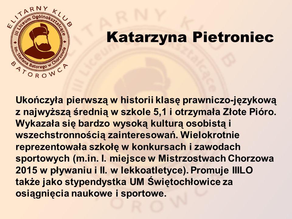Ukończyła pierwszą w historii klasę prawniczo-językową z najwyższą średnią w szkole 5,1 i otrzymała Złote Pióro.