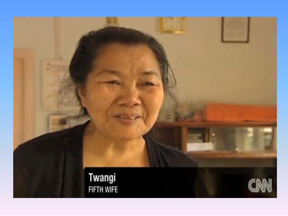 Zathiangi, pierwsza, najstarsza żona. Jest starsza od Ziona o 3 lata. Poznał ją, gdy miał 17 lat. 69 letnia Zathiangi kieruje pracami domowymi, wyznac