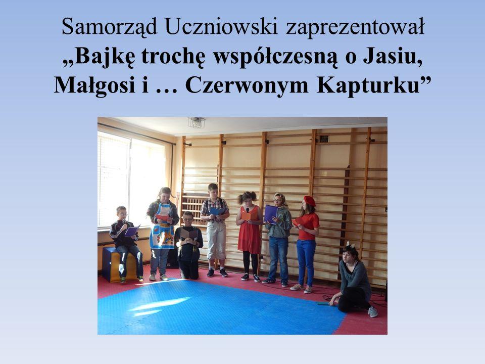"""Samorząd Uczniowski zaprezentował """"Bajkę trochę współczesną o Jasiu, Małgosi i … Czerwonym Kapturku"""