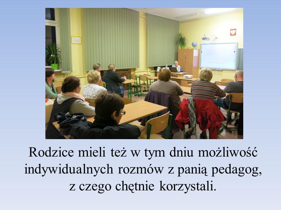 Rodzice mieli też w tym dniu możliwość indywidualnych rozmów z panią pedagog, z czego chętnie korzystali.
