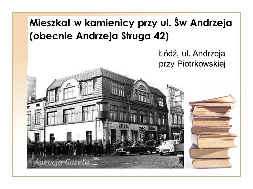 Mieszkał w kamienicy przy ul. Św Andrzeja (obecnie Andrzeja Struga 42) Łódź, ul. Andrzeja przy Piotrkowskiej