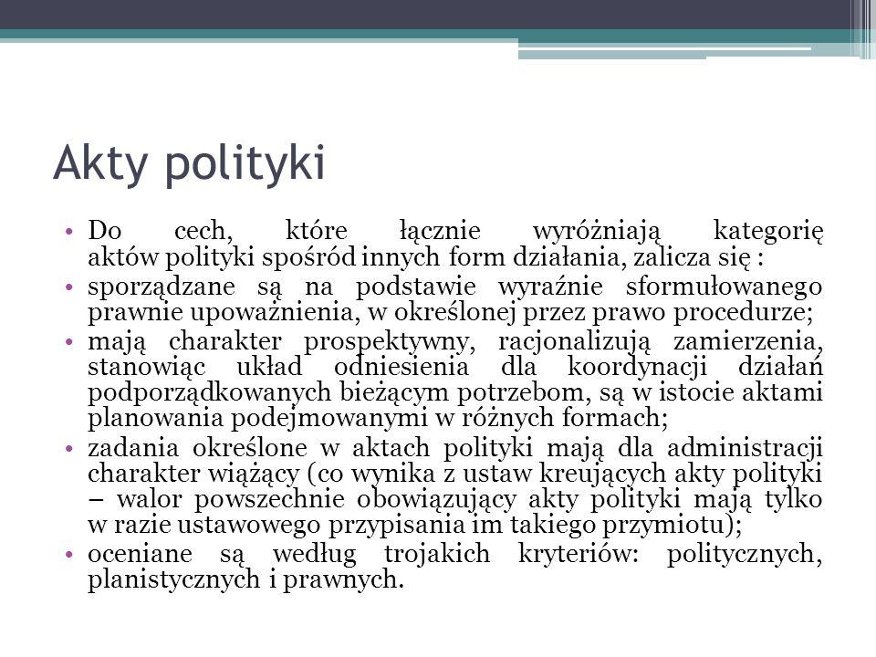 Akty polityki Do cech, które łącznie wyróżniają kategorię aktów polityki spośród innych form działania, zalicza się : sporządzane są na podstawie wyra