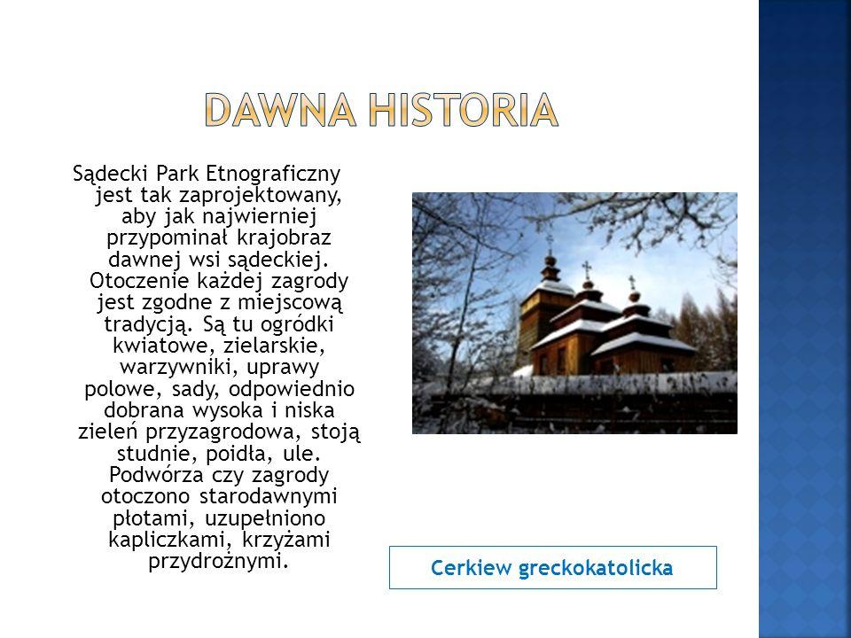 Cerkiew greckokatolicka Sądecki Park Etnograficzny jest tak zaprojektowany, aby jak najwierniej przypominał krajobraz dawnej wsi sądeckiej. Otoczenie