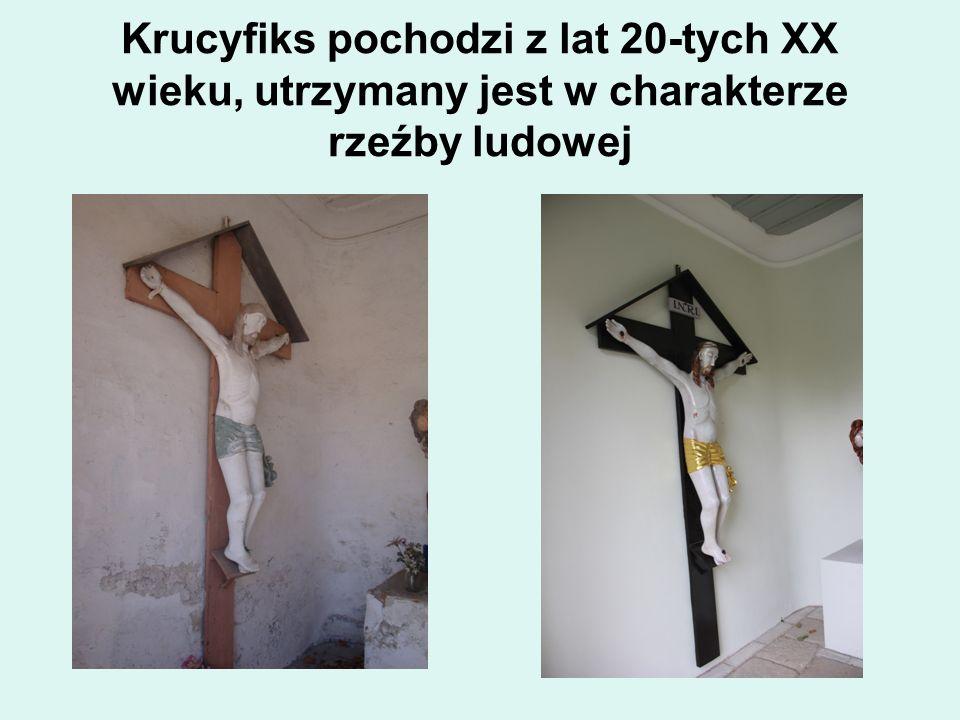Krucyfiks pochodzi z lat 20-tych XX wieku, utrzymany jest w charakterze rzeźby ludowej
