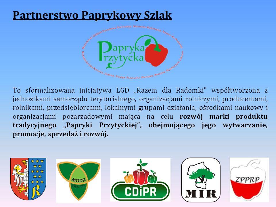 """Partnerstwo Paprykowy Szlak To sformalizowana inicjatywa LGD """"Razem dla Radomki współtworzona z jednostkami samorządu terytorialnego, organizacjami rolniczymi, producentami, rolnikami, przedsiębiorcami, lokalnymi grupami działania, ośrodkami naukowy i organizacjami pozarządowymi mająca na celu rozwój marki produktu tradycyjnego """"Papryki Przytyckiej , obejmującego jego wytwarzanie, promocje, sprzedaż i rozwój."""
