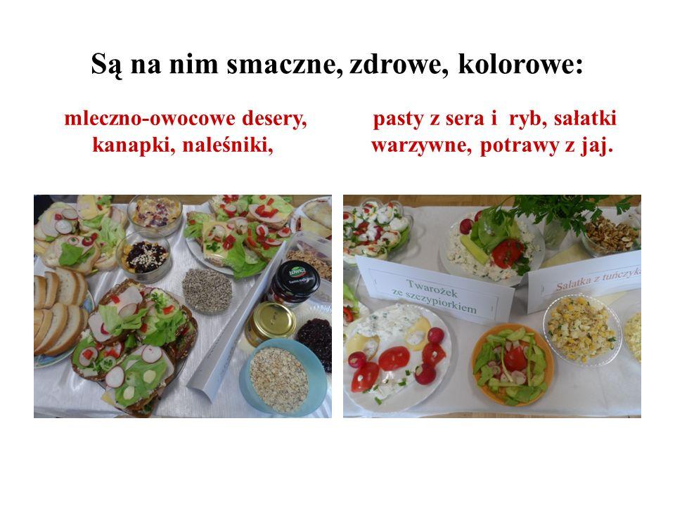 Są na nim smaczne, zdrowe, kolorowe: mleczno-owocowe desery, kanapki, naleśniki, pasty z sera i ryb, sałatki warzywne, potrawy z jaj.