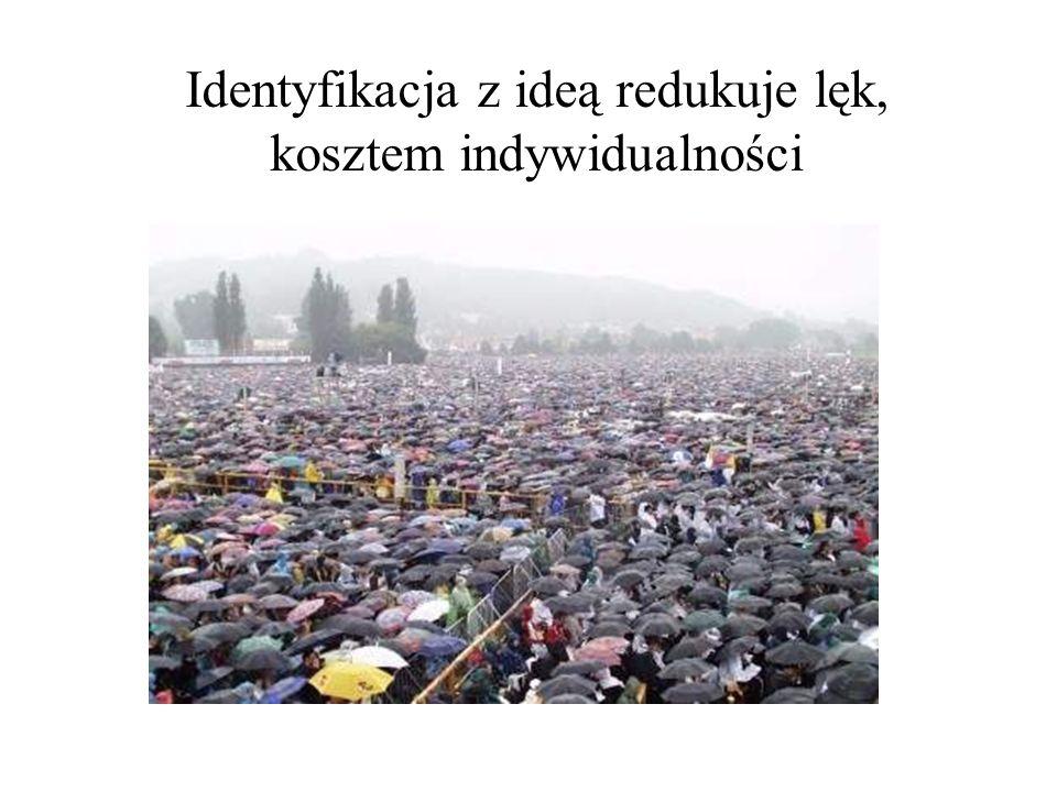 Identyfikacja z ideą redukuje lęk, kosztem indywidualności