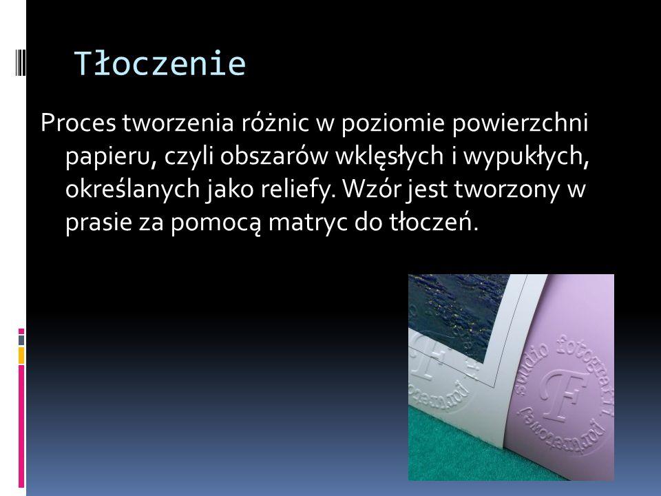 Tłoczenie Proces tworzenia różnic w poziomie powierzchni papieru, czyli obszarów wklęsłych i wypukłych, określanych jako reliefy. Wzór jest tworzony w