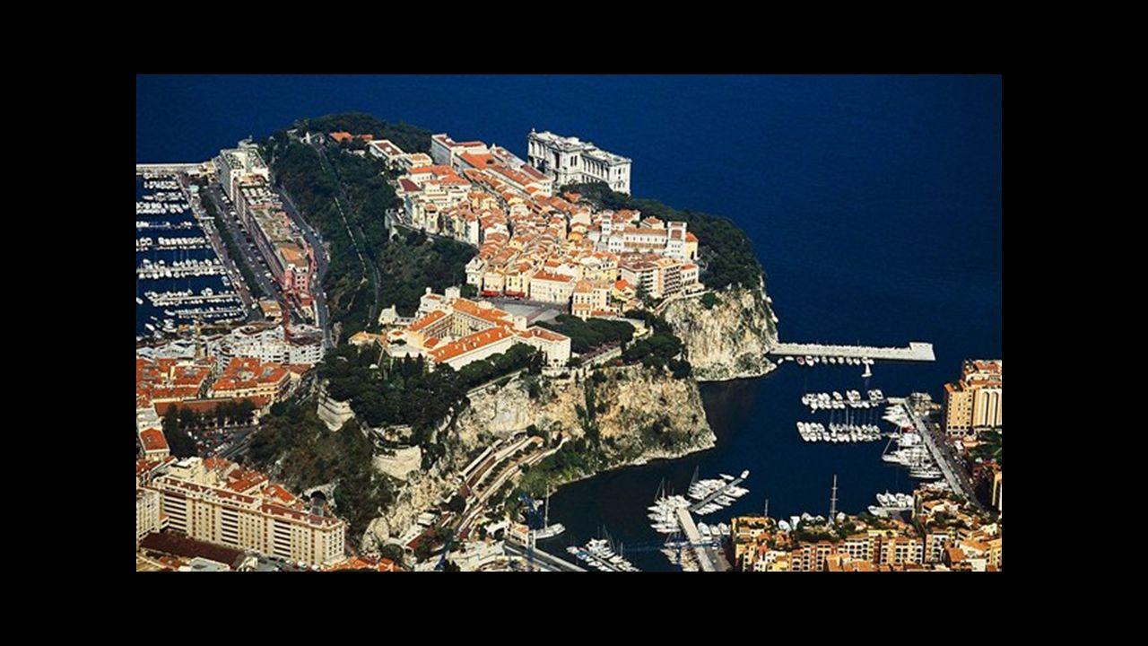 Podstawowe informacje: Ważniejsze dzielnice: Monte Carlo, La Condamine Całkowita granica lądowa: 4,4 km Długość wybrzeża: 4,1 km Długość granic z sąsiadującymi państwami: Francja 4,4 km Najwyższy punkt: 163 m n.p.m (zbocze wzgórza), najwyższy wierzchołek Mont Agel 140 m n.p.m.