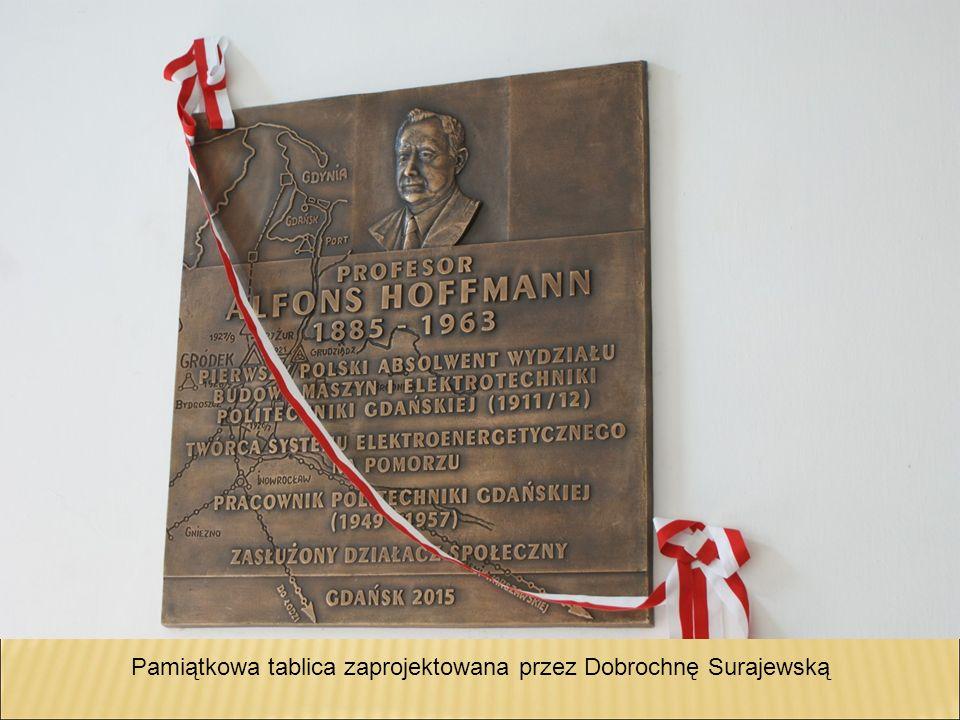 Pamiątkowa tablica zaprojektowana przez Dobrochnę Surajewską