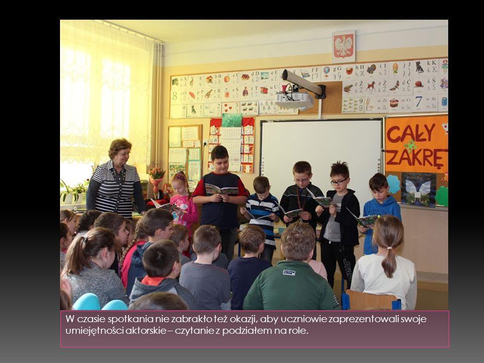 W czasie spotkania nie zabrakło też okazji, aby uczniowie zaprezentowali swoje umiejętności aktorskie – czytanie z podziałem na role.