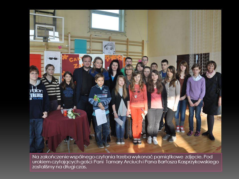 """Ostatnie wydarzenie w naszej bibliotece - """"Ogólnopolskie wybory książek ; Uczniowie głosują na pozycje książkowe, które chcieliby czytać, jako lektury szkolne."""