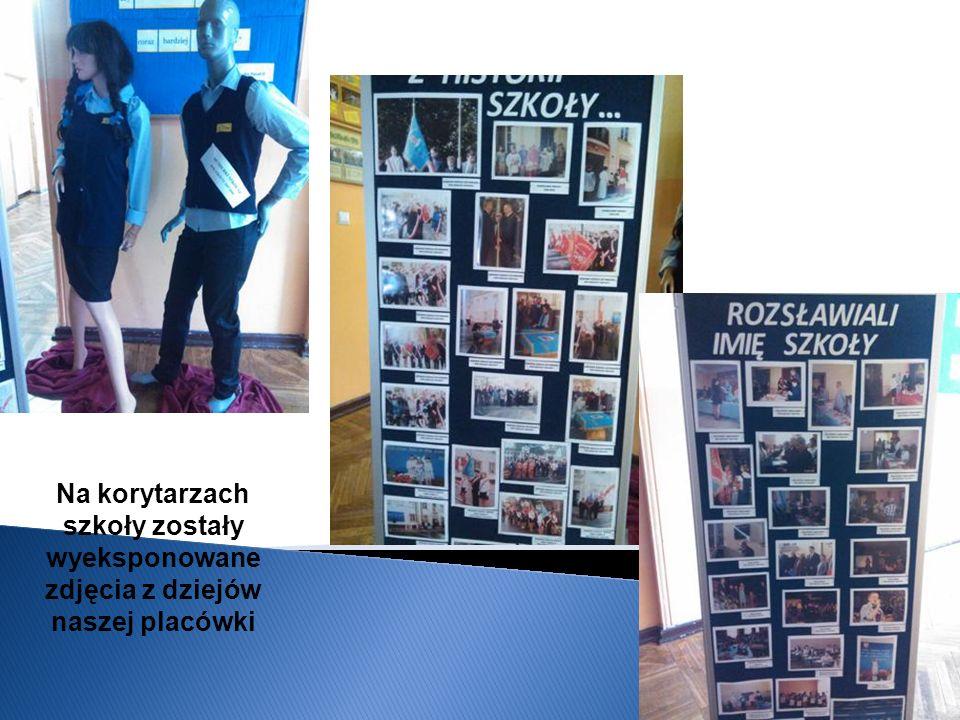 Na korytarzach szkoły zostały wyeksponowane zdjęcia z dziejów naszej placówki