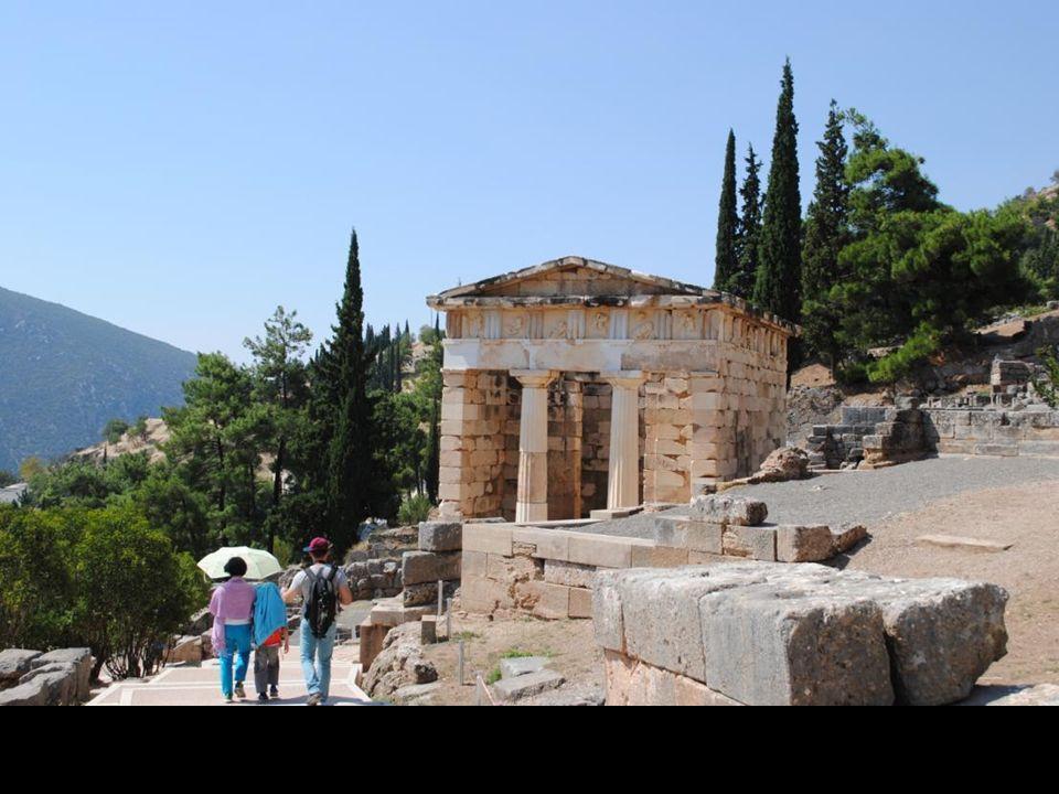 O liczbie nagromadzonych tu z biegiem stuleci dzieł sztuki świadczy podawana przez Pliniusza liczba posągów, których za jego czasów miało być 3000.