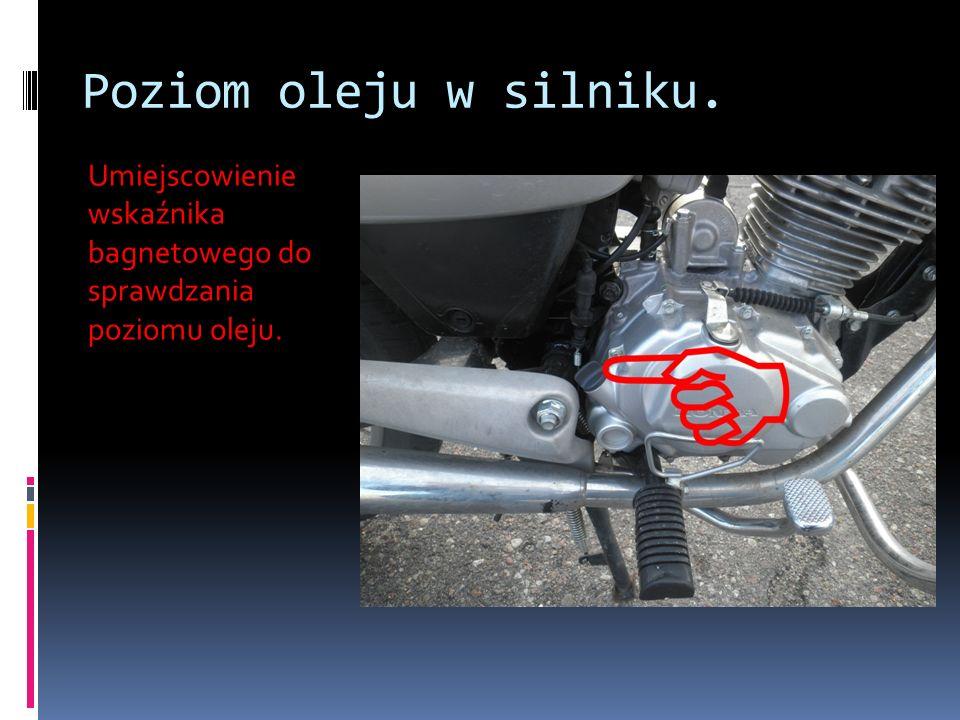 Sprawdzenie stanu łańcucha Nadmierny luz łańcucha mógłby spowodować jego spadnięcie, a w następstwie wypadek lub poważne uszkodzenie motocykla.