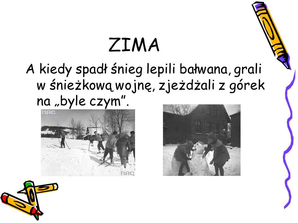 """ZIMA A kiedy spadł śnieg lepili bałwana, grali w śnieżkową wojnę, zjeżdżali z górek na """"byle czym""""."""