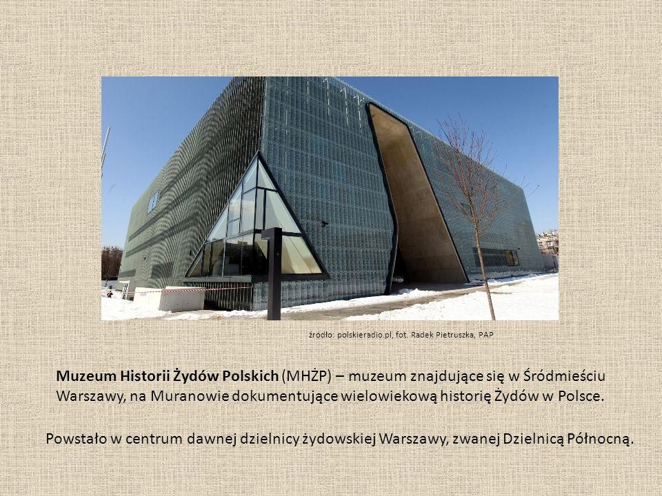 Gmach Muzeum od strony ul.Zamenhofa. Widoczne główne wejście w kształcie hebrajskiej litery taw.