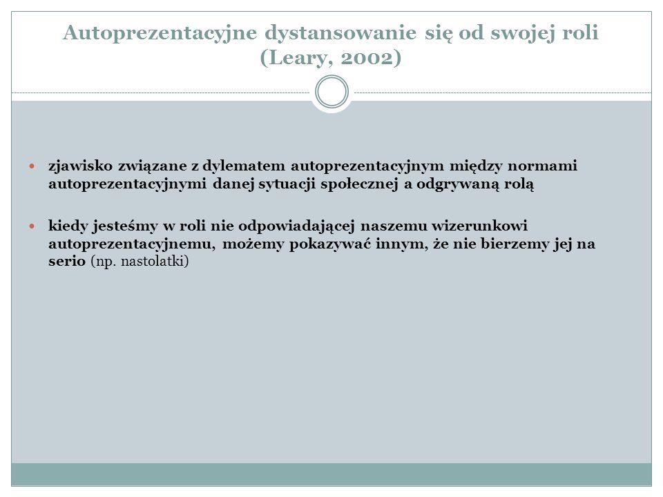 Autoprezentacyjne dystansowanie się od swojej roli (Leary, 2002) zjawisko związane z dylematem autoprezentacyjnym między normami autoprezentacyjnymi d