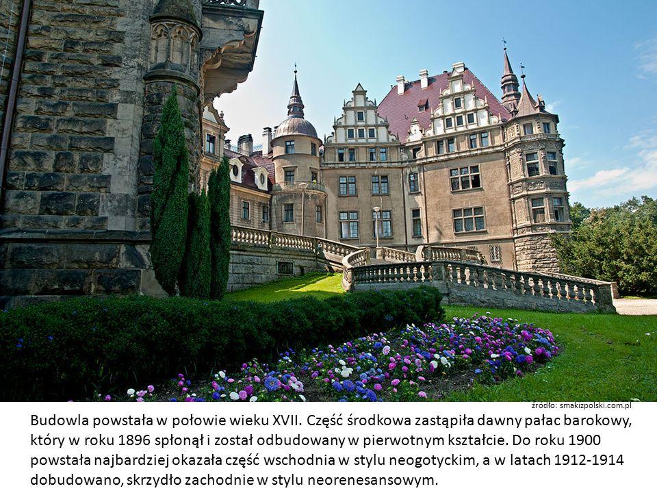 Obiekt ma 365 pomieszczeń i co najmniej 37 wież i wieżyczek (rachuby są różne).