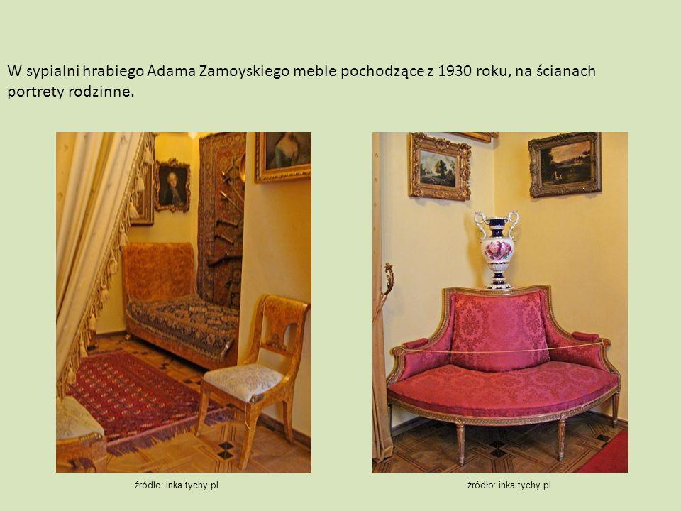 W sypialni hrabiego Adama Zamoyskiego meble pochodzące z 1930 roku, na ścianach portrety rodzinne.