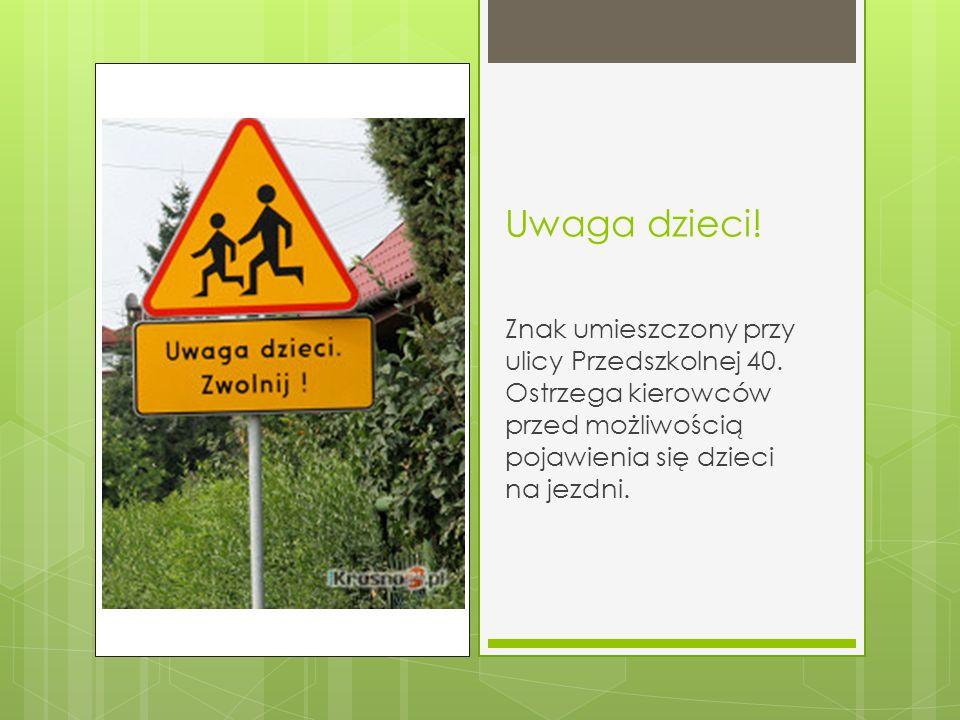 Uwaga dzieci! Znak umieszczony przy ulicy Przedszkolnej 40. Ostrzega kierowców przed możliwością pojawienia się dzieci na jezdni.