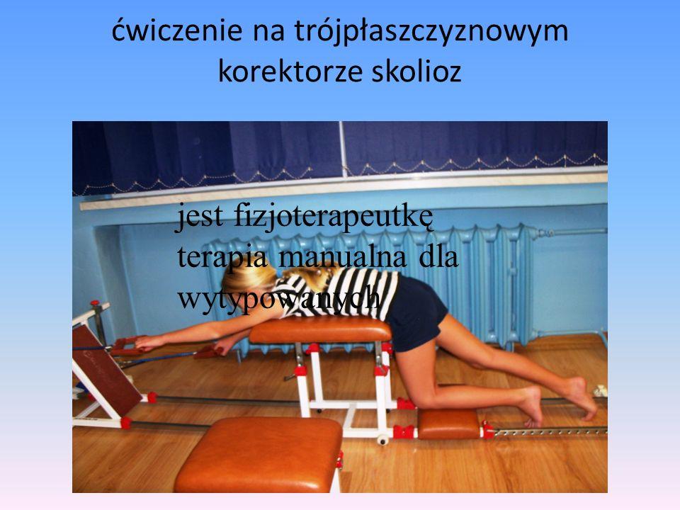ćwiczenie na trójpłaszczyznowym korektorze skolioz jest fizjoterapeutkę terapia manualna dla wytypowanych