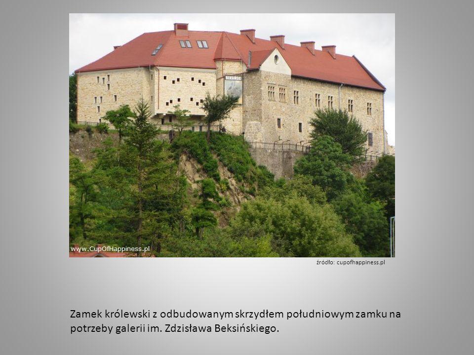 Zamek królewski z odbudowanym skrzydłem południowym zamku na potrzeby galerii im.
