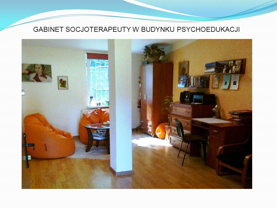 GABINET SOCJOTERAPEUTY W BUDYNKU PSYCHOEDUKACJI