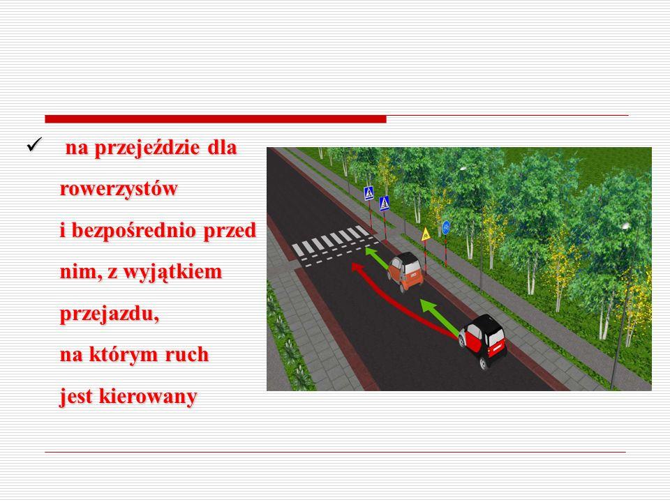 na przejeździe kolejowym i bezpośrednio przed nim na przejeździe kolejowym i bezpośrednio przed nim