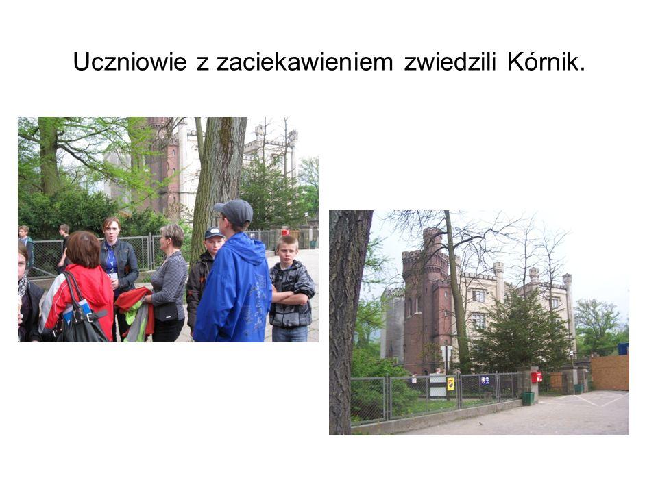 Uczniowie z zaciekawieniem zwiedzili Kórnik.