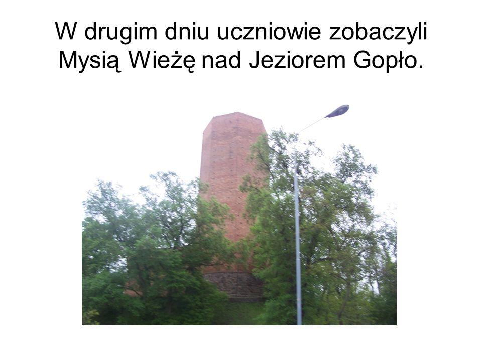 W drugim dniu uczniowie zobaczyli Mysią Wieżę nad Jeziorem Gopło.