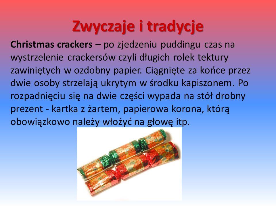 Christmas crackers – po zjedzeniu puddingu czas na wystrzelenie crackersów czyli długich rolek tektury zawiniętych w ozdobny papier.