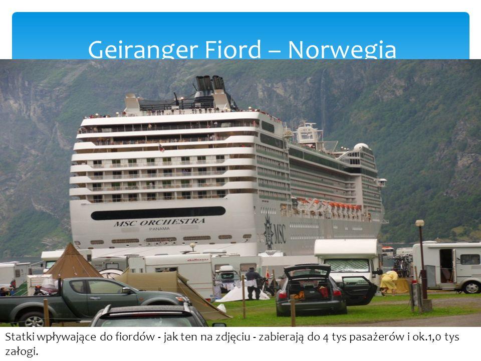 Geiranger Fiord – Norwegia Statki wpływające do fiordów - jak ten na zdjęciu - zabierają do 4 tys pasażerów i ok.1,0 tys załogi.