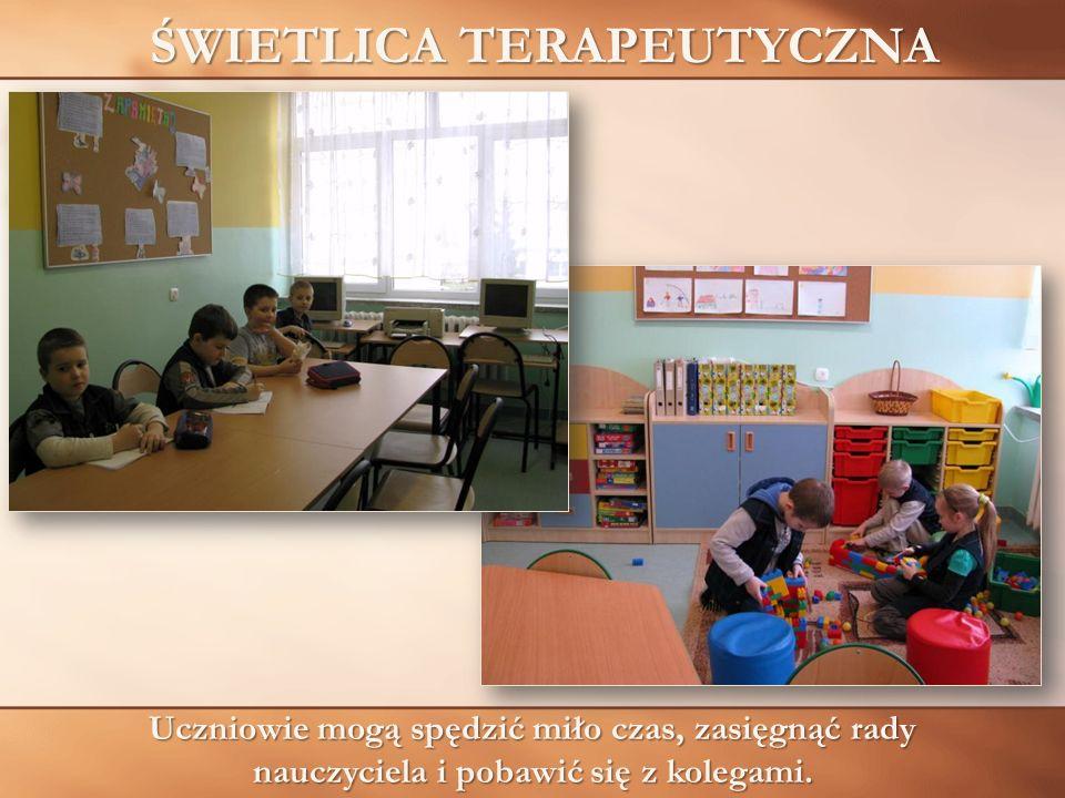 ŚWIETLICA TERAPEUTYCZNA Uczniowie mogą spędzić miło czas, zasięgnąć rady nauczyciela i pobawić się z kolegami.