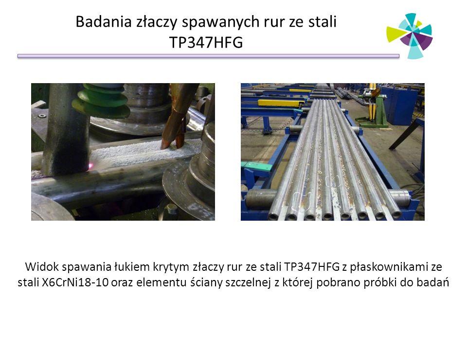 Badania złaczy spawanych rur ze stali TP347HFG Widok spawania łukiem krytym złaczy rur ze stali TP347HFG z płaskownikami ze stali X6CrNi18-10 oraz ele