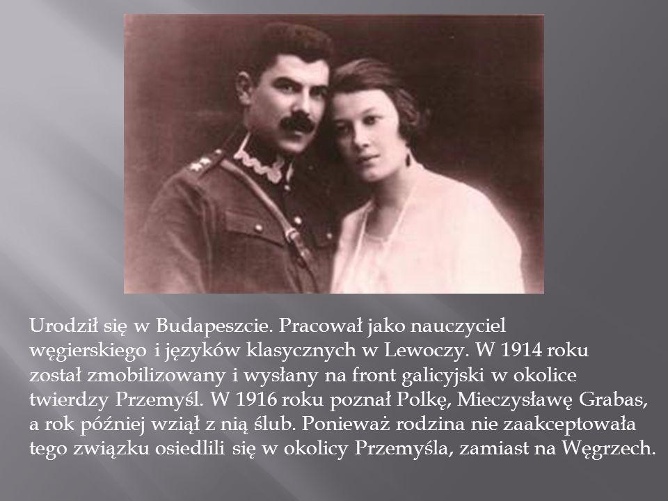 Urodził się w Budapeszcie. Pracował jako nauczyciel węgierskiego i języków klasycznych w Lewoczy. W 1914 roku został zmobilizowany i wysłany na front