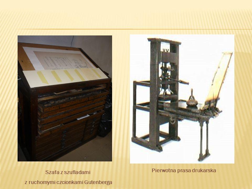 Szafa z szufladami z ruchomymi czcionkami Gutenberga Pierwotna prasa drukarska