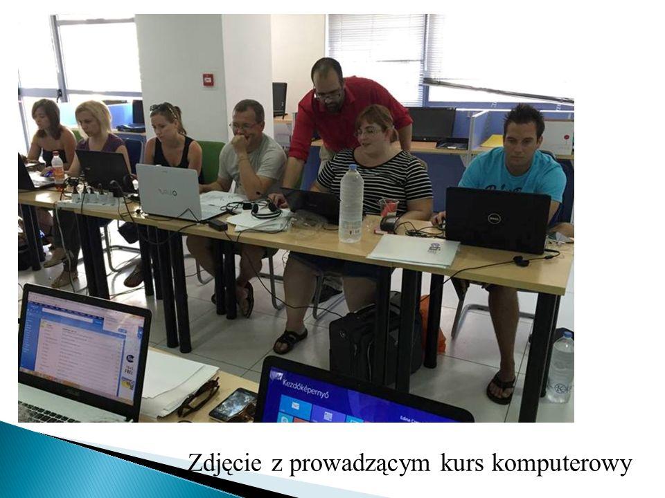 Zdjęcie z prowadzącym kurs komputerowy