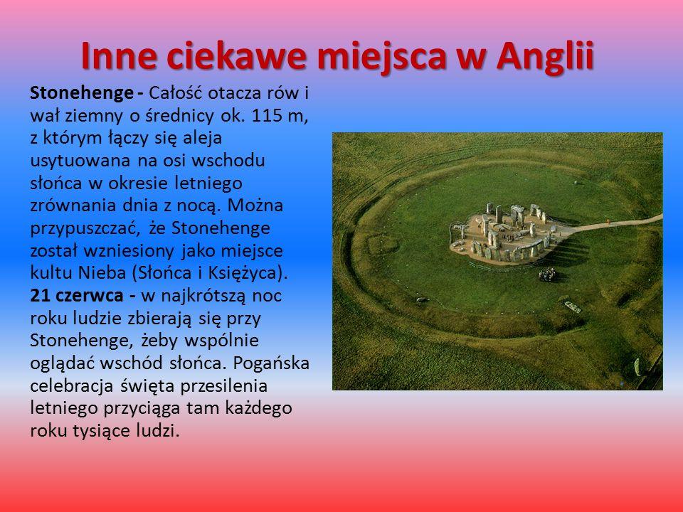 Inne ciekawe miejsca w Anglii Stonehenge - Całość otacza rów i wał ziemny o średnicy ok. 115 m, z którym łączy się aleja usytuowana na osi wschodu sło
