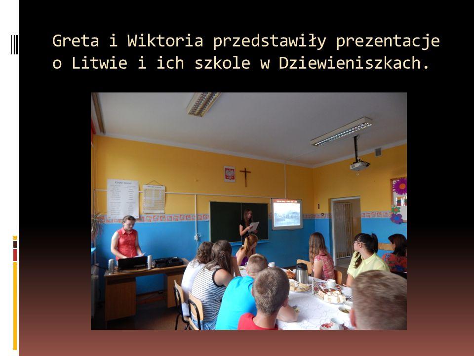 Greta i Wiktoria przedstawiły prezentacje o Litwie i ich szkole w Dziewieniszkach.